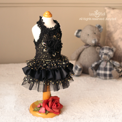 Juny Bell Black Swan